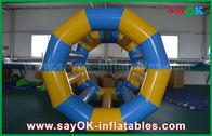 Porcellana L'acqua gonfiabile rotolamento divertente giallo/blu gioca i giocattoli gonfiabili dello stagno per il parco dell'acqua fabbrica