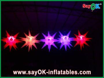 La decorazione versatile della fase ha condotto l'accensione della stella gonfiabile per l'evento, rosso/blu